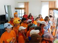 Экскурсия в зале истории Сернура для участников юнкоровского слета, июль, 2013 г.