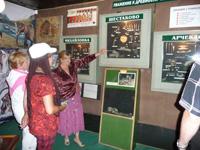 Посетители в зале археологии и палеонтологии