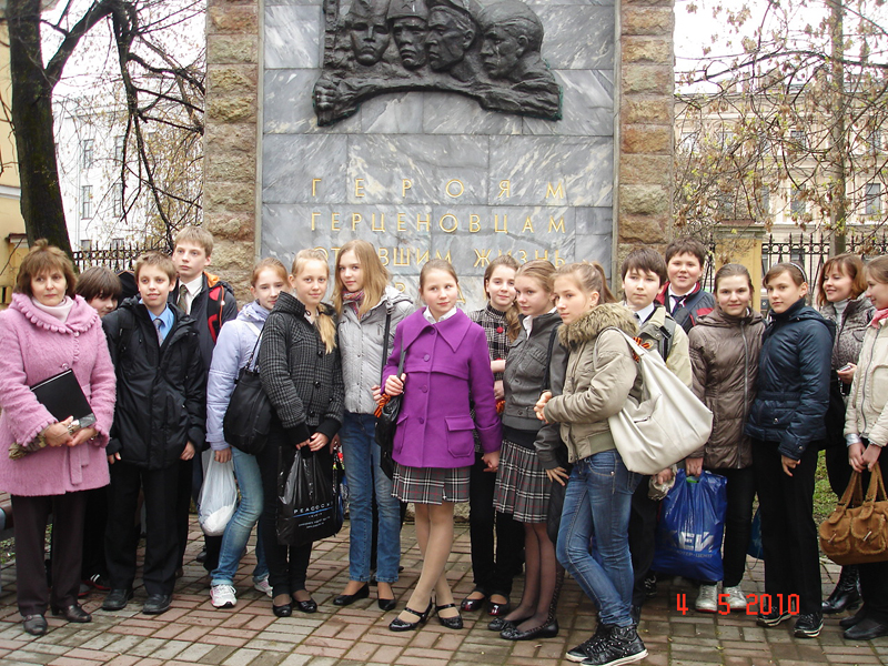 Значимые места: Директор музея Е.М. Колосова на экскурсии