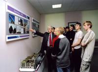 Учащиеся подшефной шкоды № 391 в музее завода