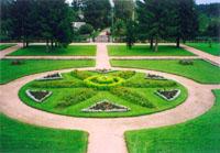 Значимые места: Петровское. Лужайка перед домом