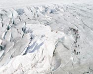 Маттье Гафсу. На Ронском леднике. Из серии «Альпы». 2008 - 2012. Courtesy Galerie C, Невшатель
