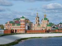 Набережная реки М. Кокшага, Воскресенский собор