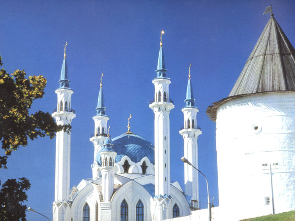 Значимые места: Вид на Казанский Кремль. Минареты мечети Кул-Шариф