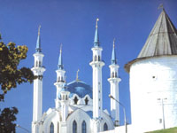 Вид на Казанский Кремль. Минареты мечети Кул-Шариф