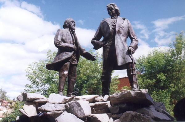 Значимые места: Памятник основателям города - Петру I и Никите Демидову