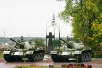 Памятный знак - крест, звонница из деталей танка Т-34
