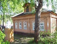 Дом А.Г.олицыной в Дютьково и памятник С.И.Танеева. Фото А.Лебедева