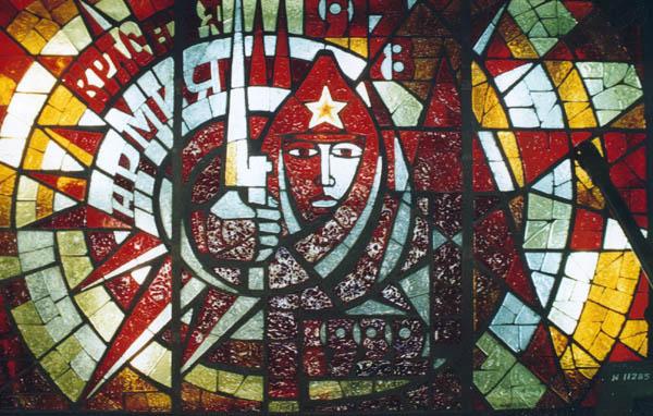 Значимые места: Витраж Красная Армия художник А.Иванов и П.Егоров