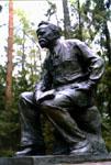 Памятник на могиле Н.А. Морозова. Скульптор Г. Мотовилов