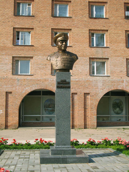 Значимые места: Бюст И.Д. Папанина в центре Борка