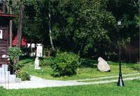 В саду Дома-музея (видны Беседа и Птенчик,работы современных скульпторов