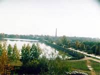 Вид машиностроительного завода и пруда