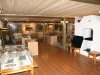 Фрагмент экспозиции Дом Худояровых, посвященный истории и технологии лаковой росписи по металлу
