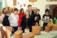 Посетители музея на экскурсии