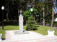 Памятник А.С. Пушкину перед музеем