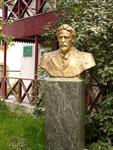 Бюст А.П. Чехова на территории музея