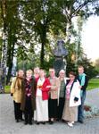 У памятника Л.Н. Толстому в Казани