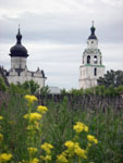 Вид на Успенский собор (XVI в.) и колокольню Никольской трапезной церкви (XVI-XVII вв.)