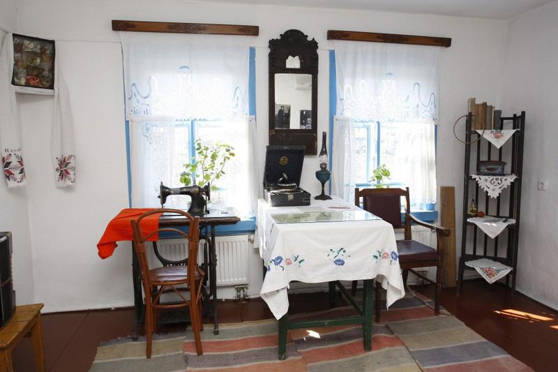 Значимые места: Горница. Фрагмент экспозиции дома, где прошли детские годы В.М. Шукшина