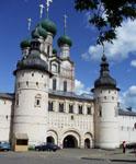 Башни главного входа и церковь Иоанна Богослова. Государственный музей-заповедник Ростовский Кремль