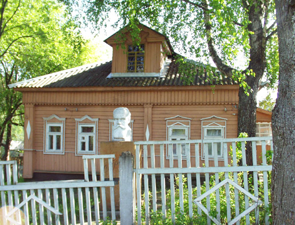 Здания и сооружения: Дом А.К.Голицыной в Дютьково. Вид с улицы. Фото А.Лебедева