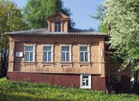 Дом А.К.Голицыной в Дютьково. Вид со двора. Фото А.Лебедева