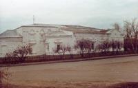 Здание музея - бывшая Николаевская приходская церковь. 2001г