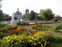 Мемориальная площадь перед зданием Граховского районного краеведческого музея им. Ашальчи Оки