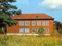 Средняя школа им. М.И.Калинина, построенная в 1935 году