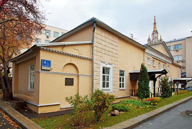 Здания и сооружения: Дом Даля - здание, где расположен Музей В.И. Даля