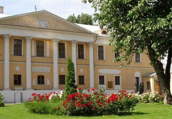 Здания и сооружения: Фасад главного здания Музея имени Н.К.Рериха