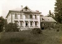 Здание музея - памятник истории и культуры Дом купцов Лукутиных