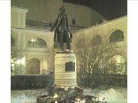 Памятник Пушкину во дворе ВМП на Мойке, 12.