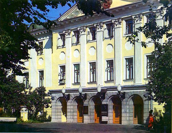 Здания и сооружения: Здание Всероссийского музея декоративно-прикладного и народного искусства