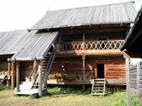 Усадьба центральных удмуртов. Двухэтажный амбар (кенос)