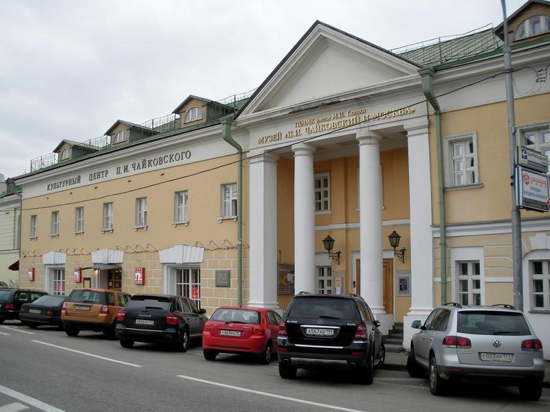 Здания и сооружения: Культурный центр им. П. И. Чайковского