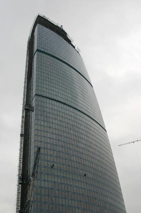 Здания и сооружения: 2 биеннале открылась. Вход на башню Федерации в строительной каске