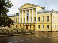 Культурный центр Дом Озерова, где находится  Музейно-выставочный зал Народного художника России М.Г. Абакумова