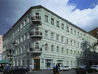 Здание, где находятся Выставочные залы на Старом Арбате