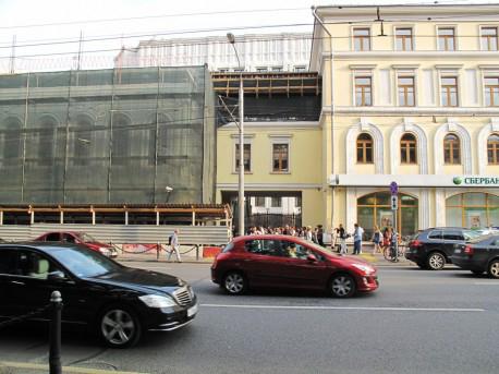 Здания и сооружения: Дом Волконских продолжают крушить
