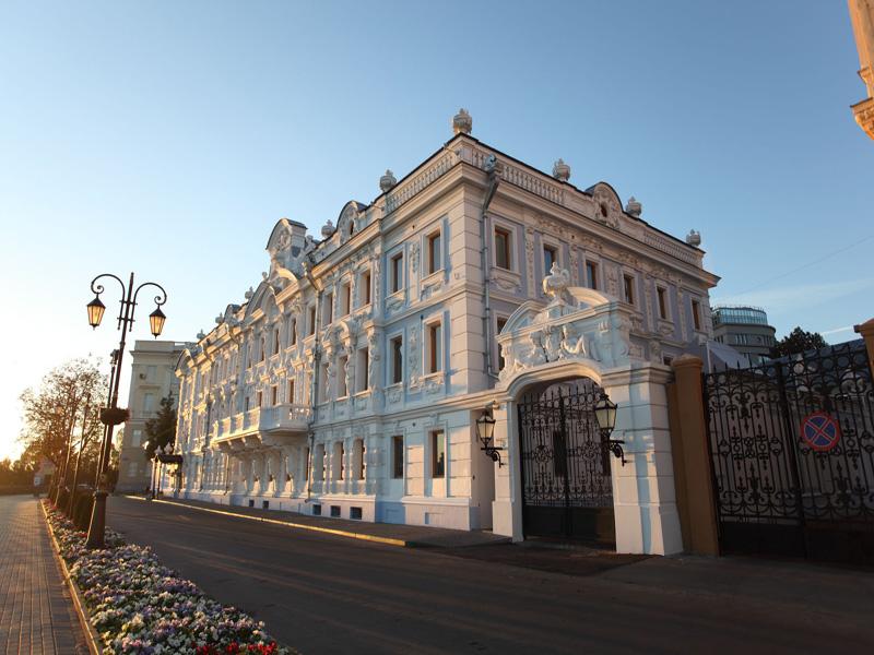 Здания и сооружения: Фасад главного здания Усадьбы Рукавишниковых