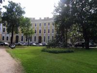 Здание, где находится Выставочный зал Ленинградской области Смольный