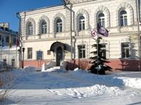 Знамя Мира и Флаг Земли над Музеем истории города Ярославля