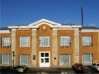 Здание библиотеки, в которой находится музей