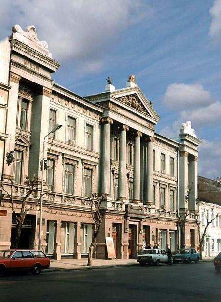 Здания и сооружения: Основное здание музея